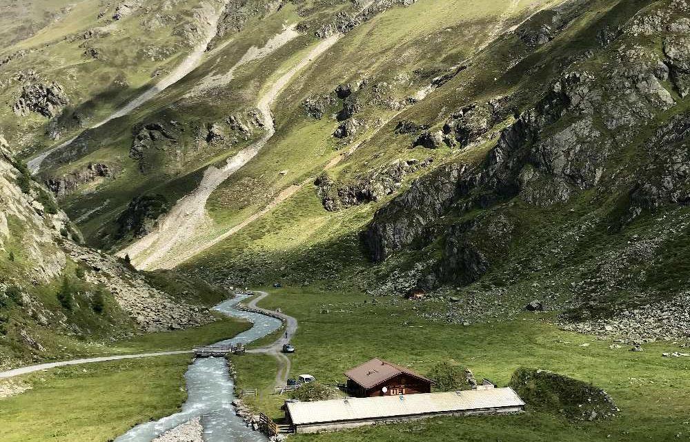 Von Gries im Ötztal e-biken zur Amberger Hütte